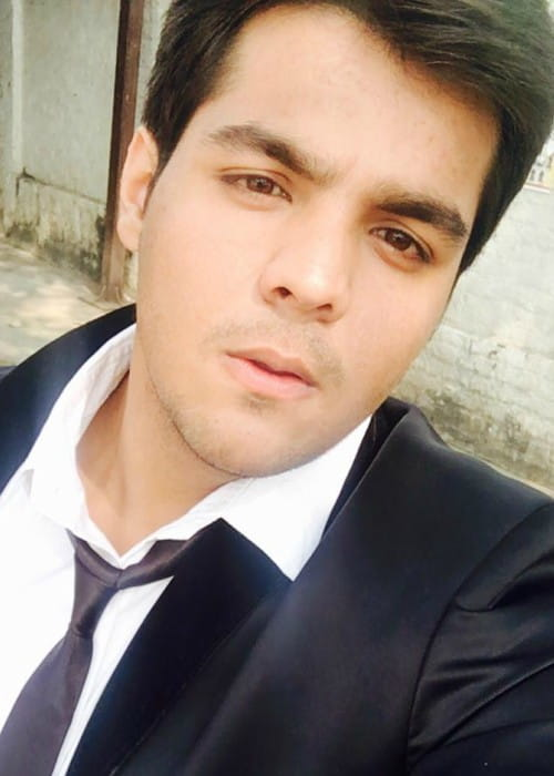 Ashish Chanchlani in an Instagram selfie as seen in November 2017