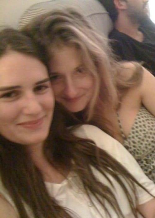 Grace Gummer (Right) in a selfie in January 2016