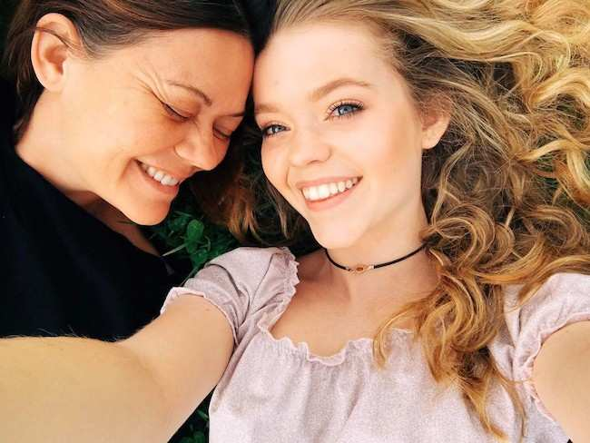 Jade Pettyjohn (Right) with her mom Jessica Pettyjohn in a May 2017 selfie