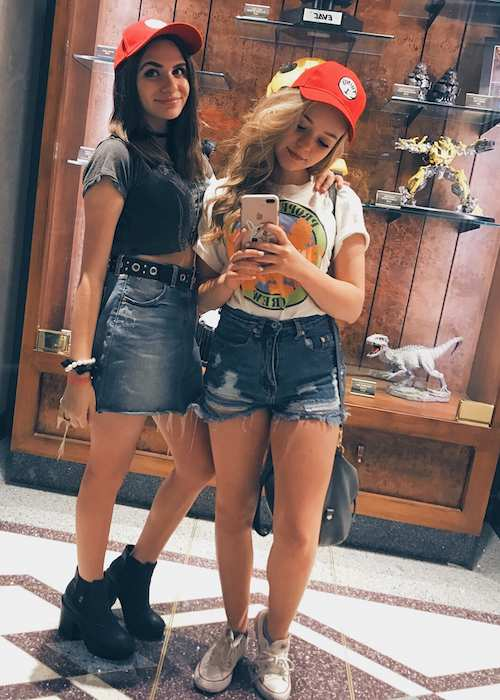 Jade Pettyjohn with her actress friend Camden Angelis in July 2017 selfie