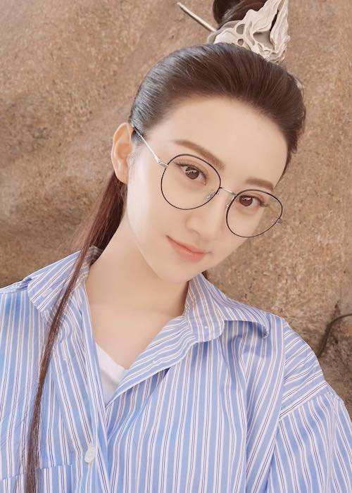 Jing Tian wearing spectacles in a selfie in June 2017