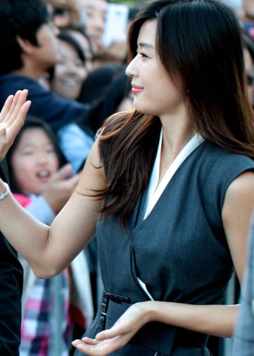 Jun Ji-hyun at Busan International Film Festival in October 2012