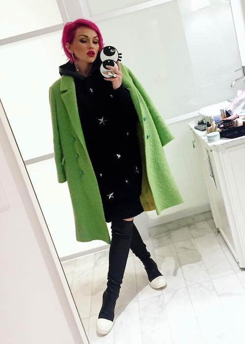 Kandee Johnson in a mirror selfie in February 2018