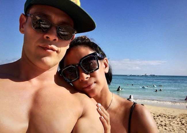 Kevin Alejandro shirtless with his wife Leslie de Jesus Alejandro beachside in a selfie in March 2017