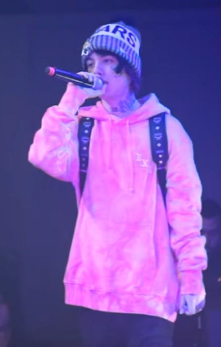 Lil Xan performing in December 2017