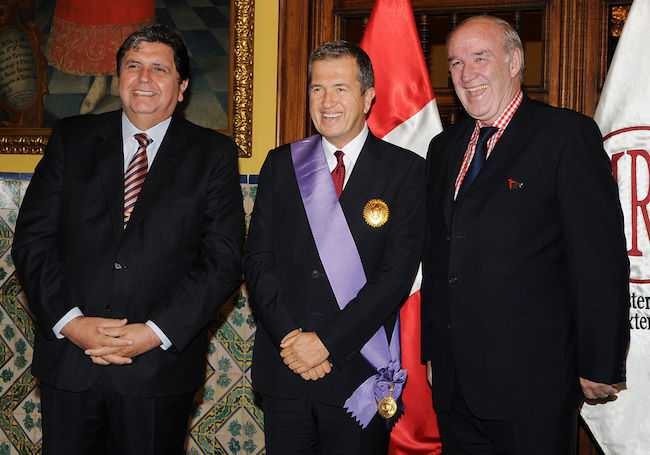 Mario Testino being honored with Order of Merit for Distinguished Services in 2010