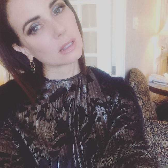 Mia Kirshner with her makeup on in an October 2016 selfie