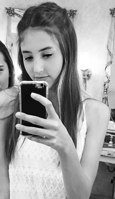 Scarlet Stallone in an Instagram selfie as seen in April 2016