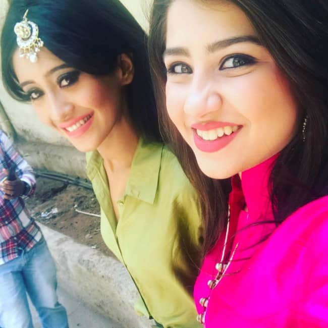 Shivangi Joshi (Left) and Aditi Bhatia in an Instagram selfie in April 2017
