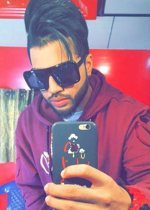 Sukhe in an Instagram selfie in November 2017