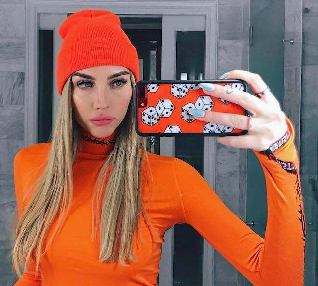 Sydney Carlson in an orange themed selfie in January 2018