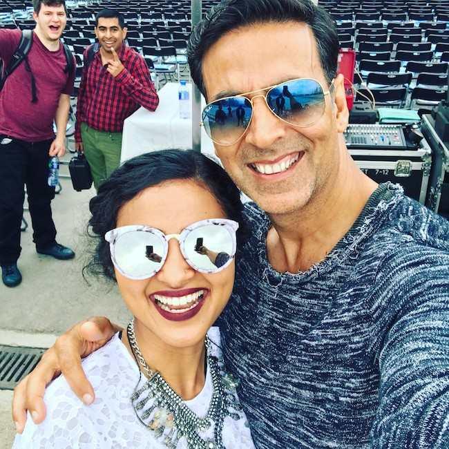 Vidya Vox and Akshay Kumar in a selfie in April 2017