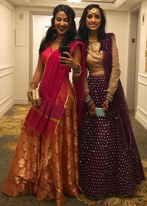 Vidya Vox with her sister in a mirror selfie in July 2017