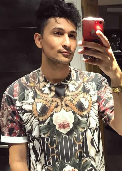 Zack Knight in an Instagram selfie as seen in November 2017