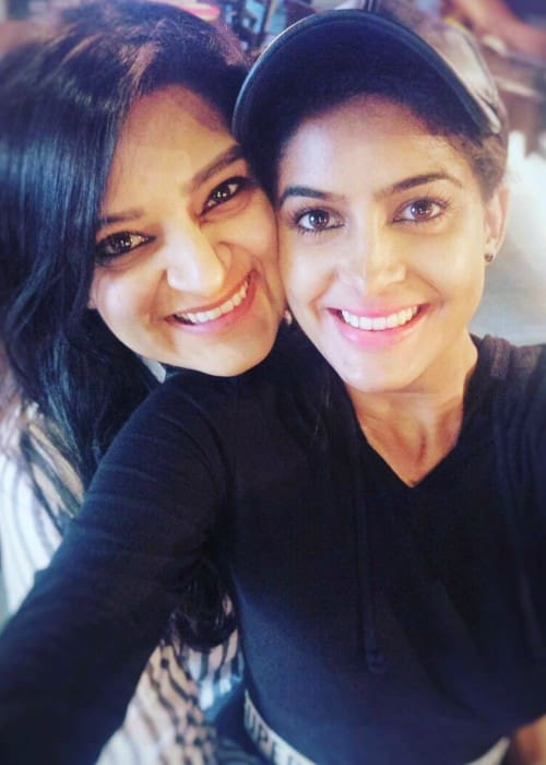 Anisha Dixit (Right) and Kaneez Surka as seen in January 2018