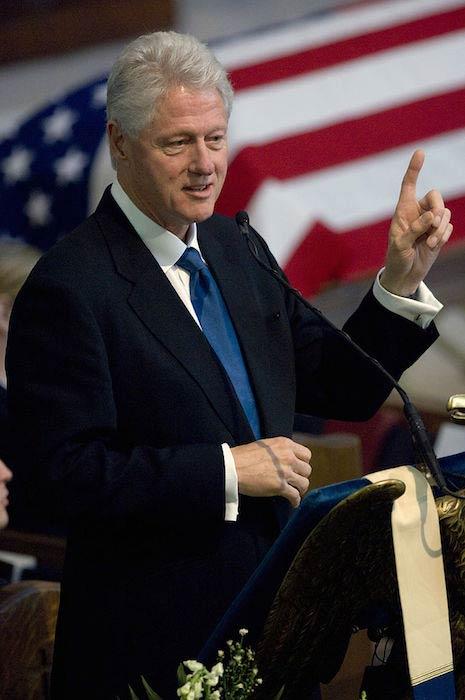 Bill Clinton addressing people in 2007