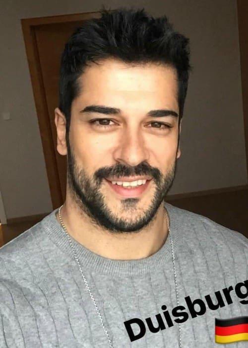 Burak Özçivit in a selfie as seen in February 2018