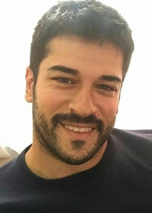 Burak Özçivit in a selfie in March 2018