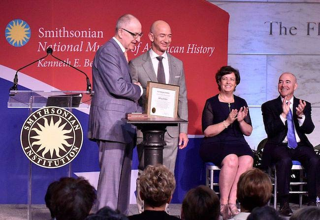 Jeff Bezos receiving the James Smithson Bicentennial medal in 2016