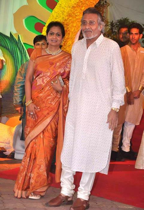 Kavita Khanna and Vinod Khanna at Esha Deol's wedding at ISKCON temple in 2012