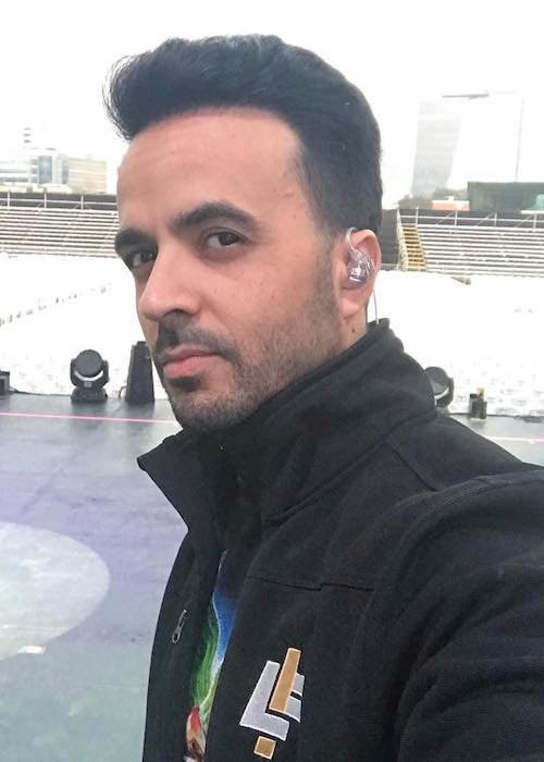 Luis Fonsi on a dance tour in October 2017
