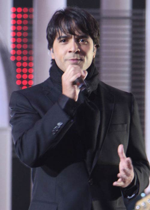 Luis Fonsi singing at Nobel Peace Prize in Oslo in December 2009