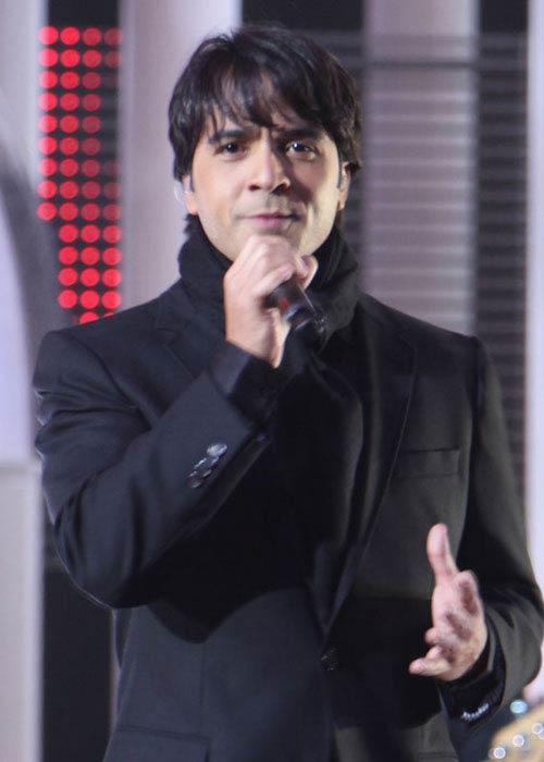 Luis Fonsi singing at Nobel Peace Prize in Oslo in December 2009