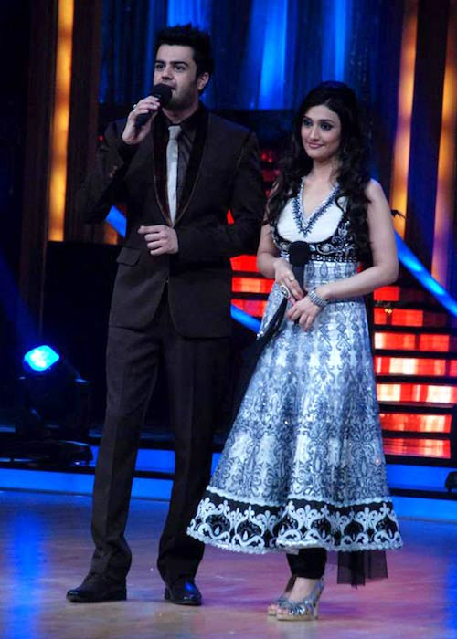 Manish Paul and Ragini Khanna on the sets of 'Jhalak Dikhhla Jaa 5' in 2012