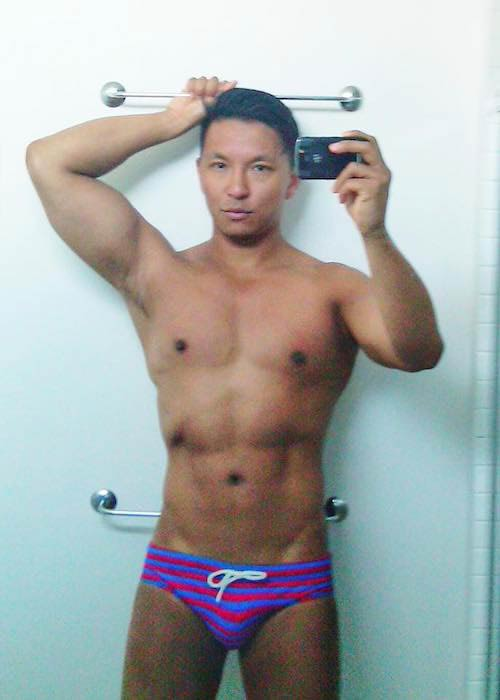 Prabal Gurung shirtless in a bathroom selfie in March 2017