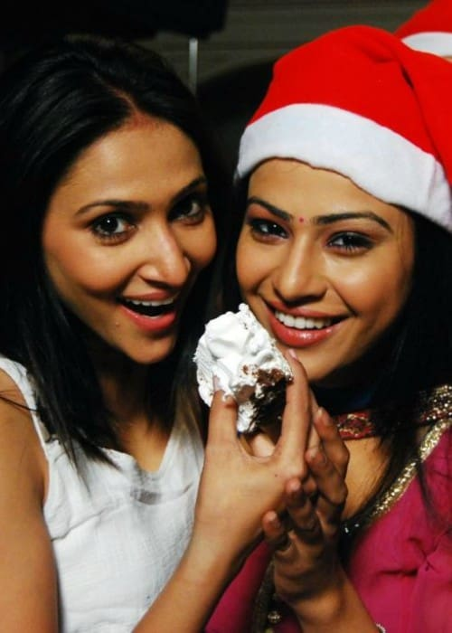 Rishina Kandhari (Left) and Shalini Chandran at a Christmas bash in 2010