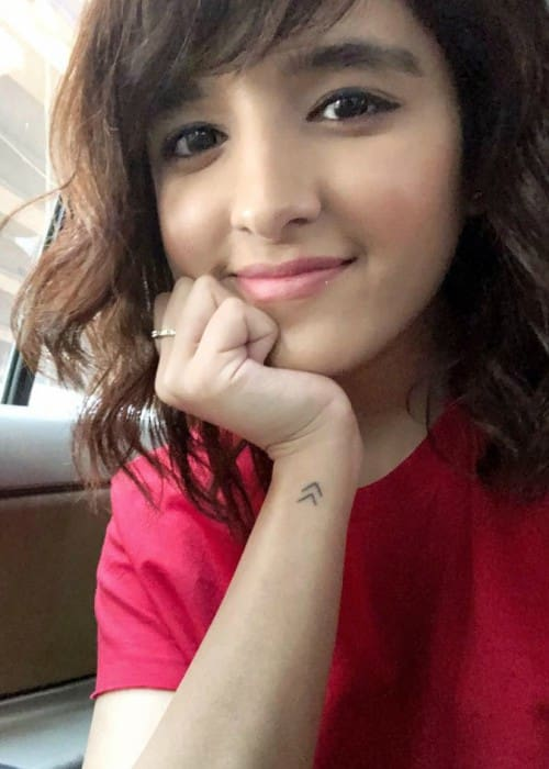 Shirley Setia showing her new tattoo in an Instagram selfie in January 2018