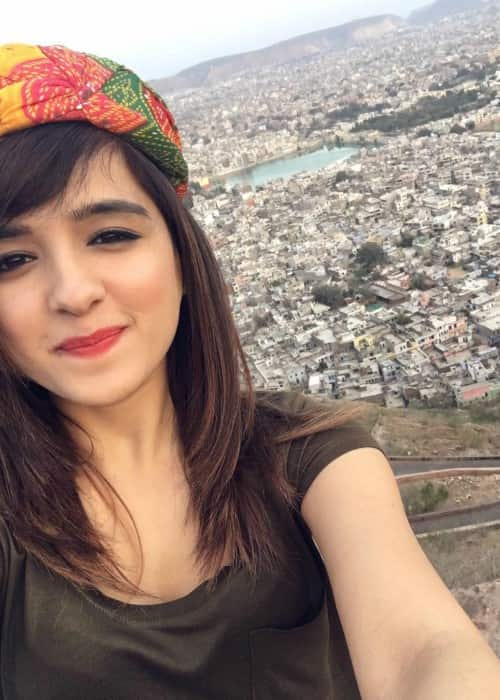 Shirley Setia wearing a Rajasthani turban in a selfie in June 2017