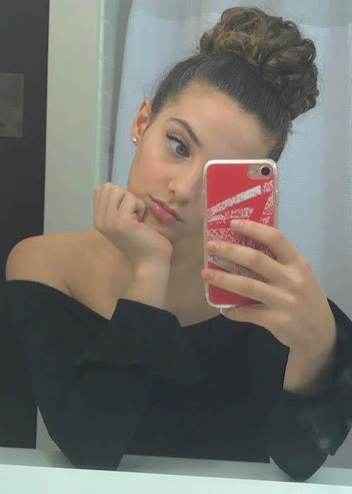 Sofie Dossi looking cute in this Instagram selfie in January 2018