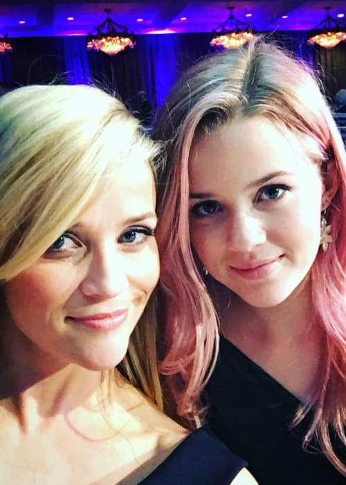 Ava Phillippe (Right) and Reese Witherspoon in a selfie in October 2015