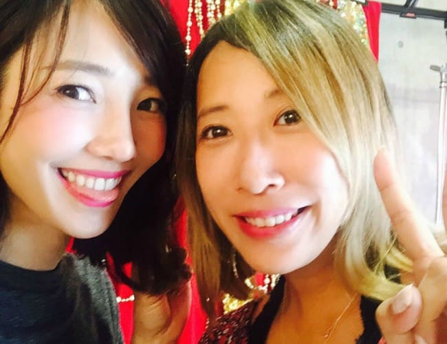 Bai Baihe (Left) and Ninagawa Mika in a selfie in August 2015