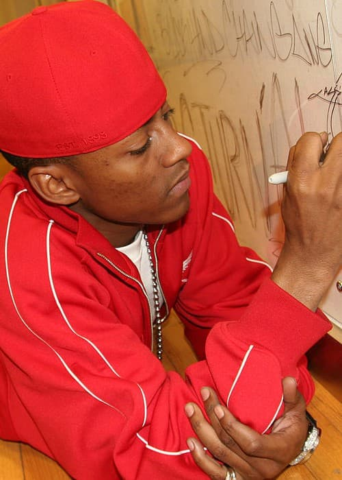 Cassidy signing his name in May 2005