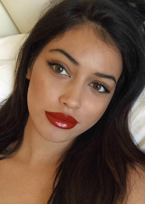 Cindy Kimberly promoting EX1 Cosmetics in a selfie in March 2018