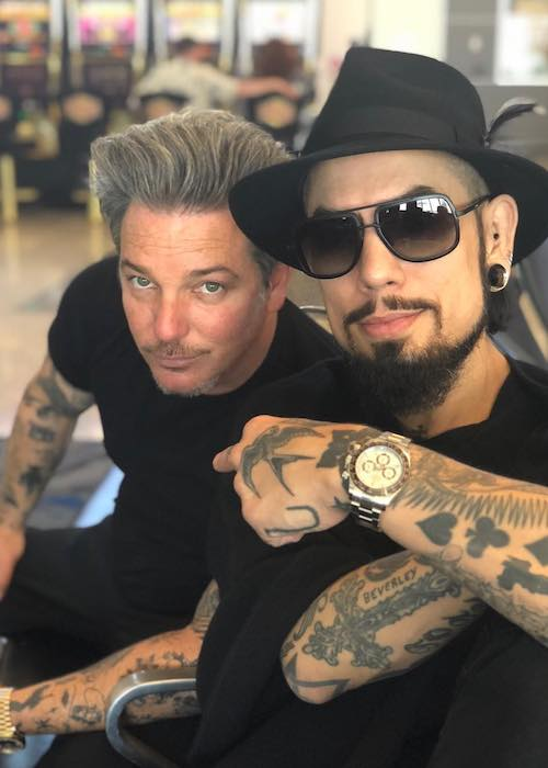 Dave Navarro with Todd Newman at the airport waiting for the flight in April 2018
