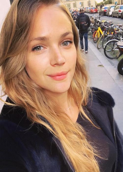 Esti Ginzburg in a March 2018 selfie looking beautiful