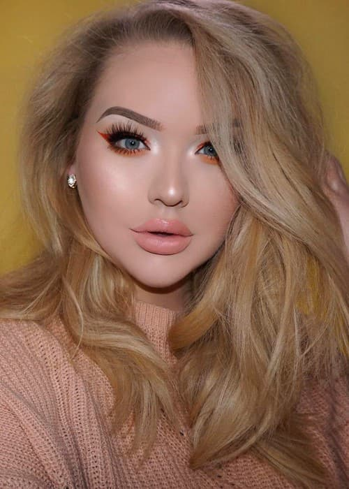 NikkieTutorials in a selfie in April 2017