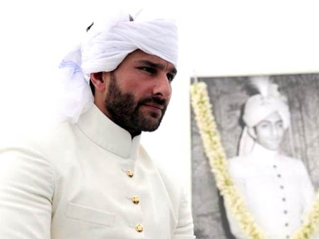 Saif Ali Khan getting crowned as Nawab of Pataudi in 2011