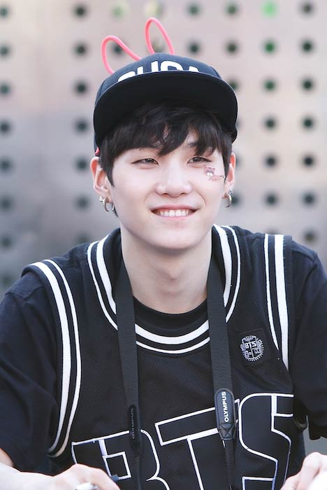 Suga at a fanmeet in Cheongnyangni in 2013