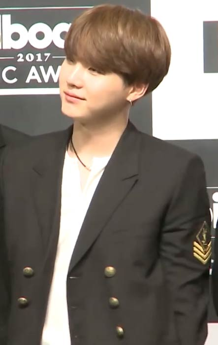 Suga at the 2017 Billboard Music Awards