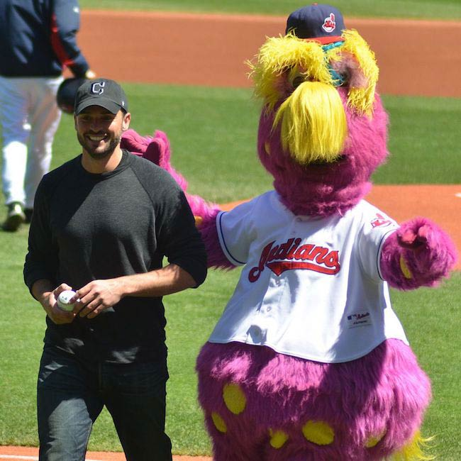 Tom Welling was invited to throw the first pitch for the Cleveland Indians with their mascot, Slider in 2013