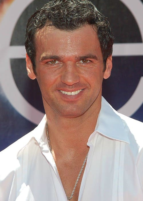 Tony Dovolani at the premiere for Earth in April 2009