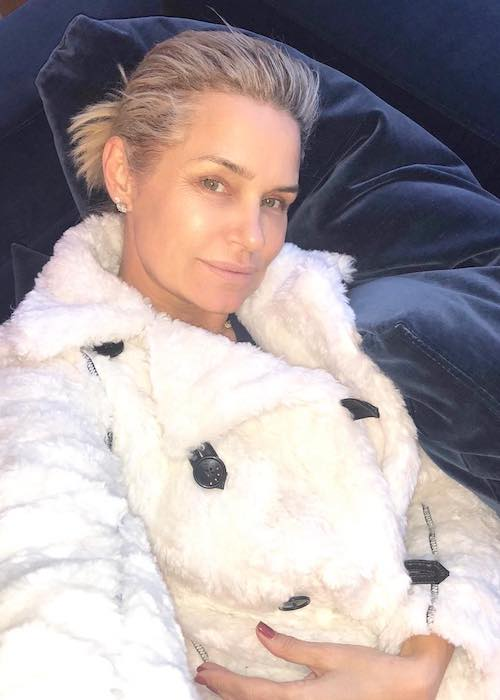 Yolanda Hadid in white coat in a January 2018 selfie