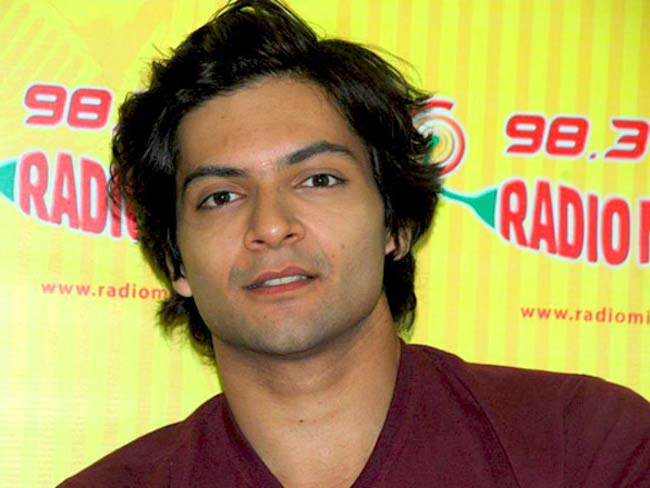 Ali Fazal at 98.3 FM Radio Mirchi promoting Always Kabhi Kabhi in 2015