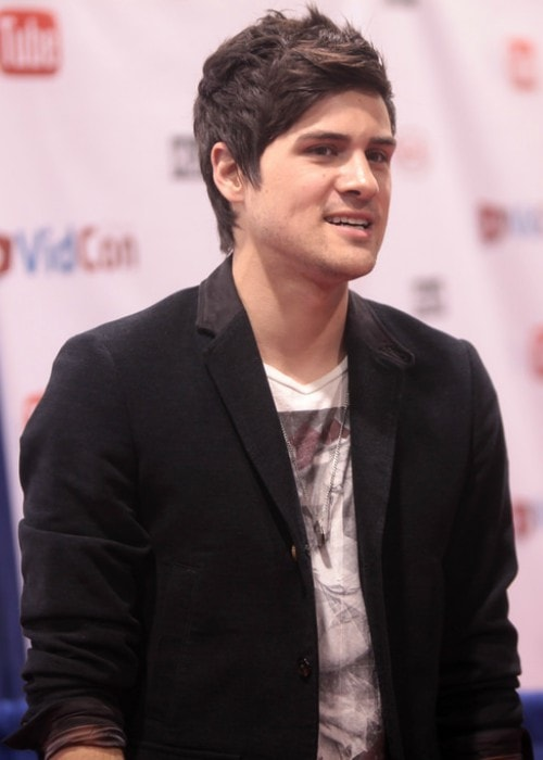 Anthony Padilla speaking at the 2014 VidCon