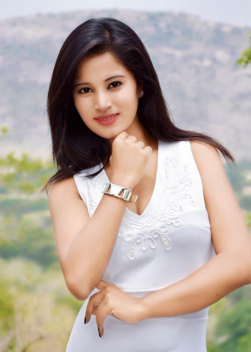Anusha Rai smiling in a photoshoot in 2017