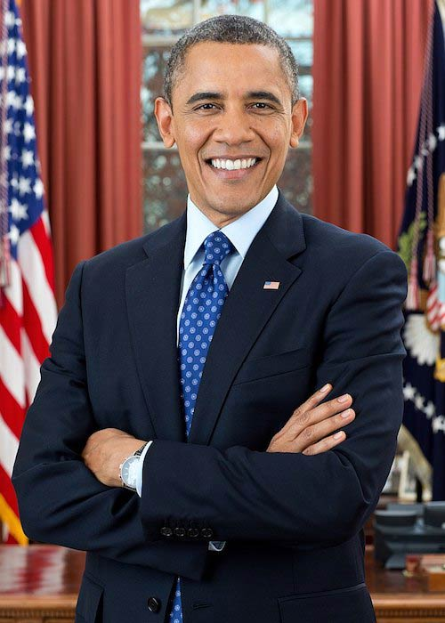 Barack Obama's official photograph in the Oval Office in December 2012
